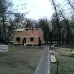 Начало установки крыши, также из СИП-панелей