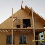 Несущая конструкция крыши из СИП-174 мм. Панели являются и теплоизоляцией и несущей конструкцией для металлопрофиля.