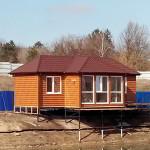 2. Дом-баня. После наполнения озера, визуально дом будет стоять практически на воде.
