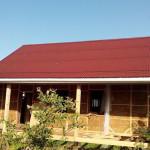 Крыша и веранда дома, накрыты ондулином