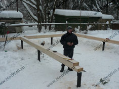 Обвязка винтовых свай фундамента канадского дома зимой