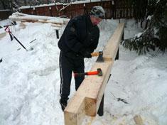 Подготовка бруса обвязки фундамента на винтовых сваях зимой