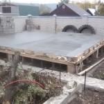 Пол первого этажа бетонный, планируется теплый пол в доме.