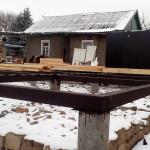 1.Установили бетонно-столбчатый фундамент. Закрепили обвязку