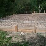 1. Сделали ленточный фундамент. Готовимся к заливке  бетонного пола