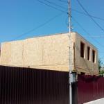 6. Монтаж стен второго этажа завершили, монтируем перекрытие с крышей
